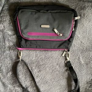 Baggallini crossbody used less than 4 months!